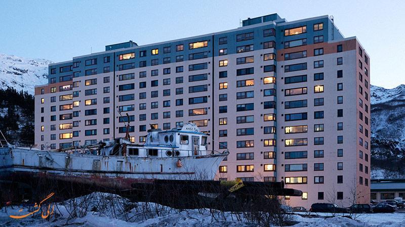 کل جمعیت این شهر در یک آپارتمان زندگی می نماید!