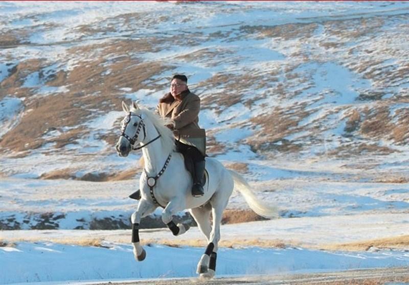 پیام رهبر کره شمالی به آمریکا با اسب سواری در برف