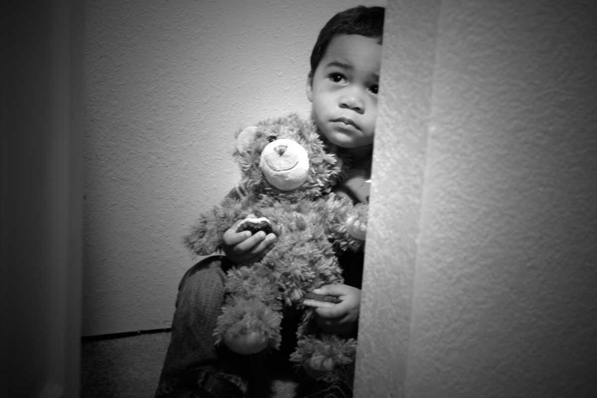 چگونه بفهمیم کودک مورد آزار و اذیت قرار گرفته است؟